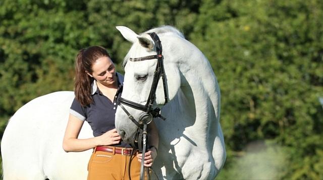 Quais exercícios auxiliam no desempenho do esporte equestre ... 326ab19a36a